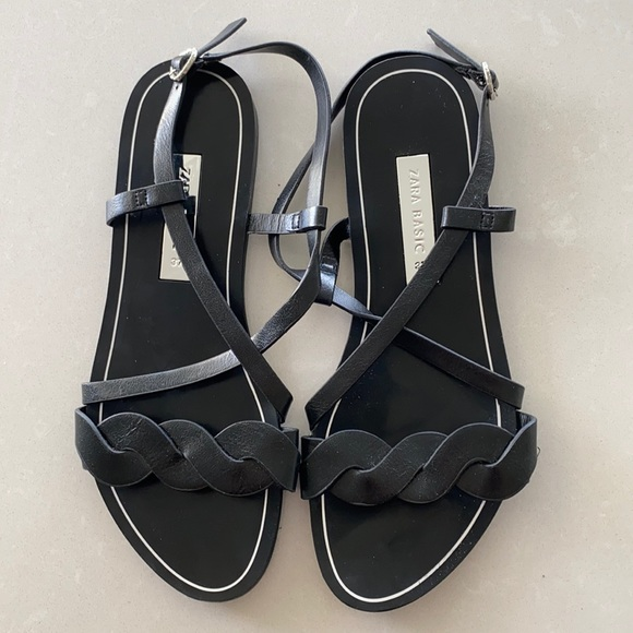 New without tags Zara sandals